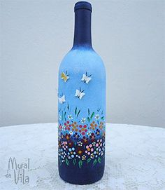 Good inspiration for a butterfly wine glass. Painted Glass Bottles, Recycled Glass Bottles, Glass Bottle Crafts, Lighted Wine Bottles, Painted Wine Glasses, Decorated Bottles, Wine Bottle Glasses, Wine Bottle Art, Diy Bottle