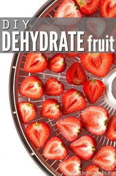 Easy tutorial for how to dehydrate fruit, including apples, strawberries, peache… Fruit Snacks, Fruit Recipes, Real Food Recipes, Healthy Snacks, Yummy Food, Healthy Recipes, Dehydrated Food Recipes, Healthy Eating, Diabetic Recipes