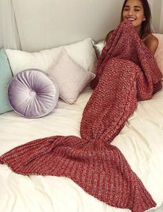Our handmade mermaid blanket! Super soft and made from the highest quality acrylic yarn. Each blanket has a mermaid tail attached to the end of it. Mermaid Tail Blanket, Mermaid Tails, Mermaid Blankets, Ideias Diy, Looks Cool, My New Room, Look Fashion, Korean Fashion, Tutu