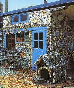 It all began with a very small mosaic project...Roland Dutel lives and works in Dieulefit, France. He used many materials in his work. Besides wall sculptures he makes metal, bronze and ceramic sculptures. His work is very expressive.