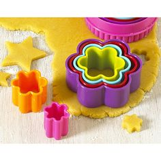 Colourful cookie cutter set for the sweetest flower cookies