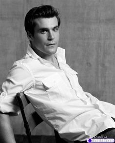 """((FC: Sean Maher as Simon Tam - Firefly)) (Simon): """"Hey, Emily. How are you feeling this morning?"""" I ask as I go into the medical tent and take her temperature. """"You're running a slight fever."""" I observe. Beautiful Boys, Gorgeous Men, Beautiful People, Hello Beautiful, Tv Actors, Actors & Actresses, Attractive People, Pretty Men, Man Crush"""