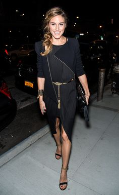 Olivia went for a sexier look in an all-black look with strappy sandals and gold accents.
