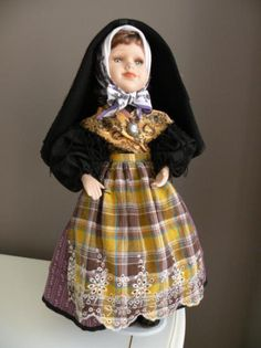 muñeca con traje de benasque (huesca)  tela manual Aragon, Spain, Costumes, Dresses, Fashion, Folklore, Tela, Accent Pillows, Ethnic Dress