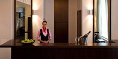 12 Tricks, um das beste Hotelzimmer zu buchen - Sagt dem Personal bescheid, wenn es sich um einen besonderen Anlass handelt. Egal ob Geburtstag, Jahrestag, Flitterwochen oder euer erster Aufenthalt im Hotel: erwähnt es. Manchmal kann es dazu führen, dass ihr ein Upgrade oder eine kleine Aufmerksamkeit erhaltet. Nicht selten bekommt ihr ein besseres Zimmer oder eine Flasche Sekt aufs Haus.