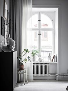 I love a home that's well accessorised. Accessories can make such a big difference and can give a home character and personality. The crisp white floors and walls in this Swedish home could easily give this space an almost clinical … Continue reading → Interior Design Living Room, Interior Decorating, Grey Curtains, Voile Curtains, White Houses, Bedroom Lighting, Small Rooms, White Walls, Decoration