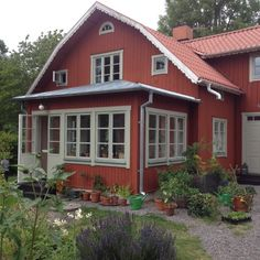 Country Home Exteriors, Swedish Cottage, Sweden House, Cottage Homes, Home And Living, Interior And Exterior, Sweet Home, New Homes, Outdoor Structures