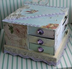 Storage for tiny stuff, like brads and buttons. :)  ~ feellivelove.blogg.se ~