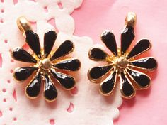 4 Pcs Black Daisy Golden Metal Accessory Charms Charm Pendant Jewelry Making Bracelet Necklace #A2064