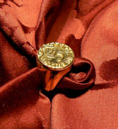 """Venetian Allegorical coin 5 schei de mona RING silver gold plated aivailable also in gold 18 kt the famous Venetian Said having """"5 schei de mona"""" in his pocket in Venice means to be smart to bring things in their favor. Price euro 350,00 silver gold plated version - Dogale jewellery Venice Italy"""