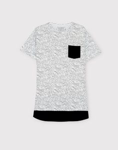 :FRONT POCKET PRINT T-SHIRT