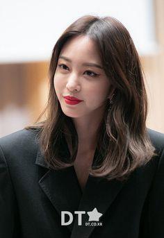 Han Ye Seul, Asian Beauty, Singer, Actresses, Female, Hair Looks, Korea, Girls, Female Actresses