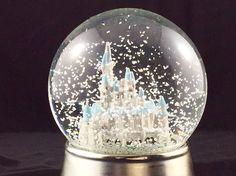 Caitlyn's cute little Cinderella themed wedding favour snow globes :)