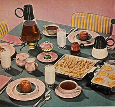 Chronically Vintage: You're invited to vintage Sunday brunch breakfast table Apple Breakfast, Breakfast Time, Bacon Breakfast, Retro Recipes, Vintage Recipes, Victorian Recipes, Breakfast Table Setting, Pink Dishes, Vintage Cooking