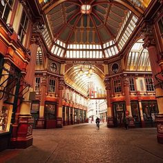 #Leadenhall #Market in the centre of #London dates back to the 14th century. You may know it as Diagon Alley in the #HarryPotter films! Thanks @travelinglens for sharing your photo! #LoveGreatBritain
