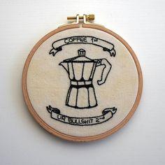 Coffee first or Bullshit second – Zu erst Kaffee ;) Stickrahmen mit witzigem Spruch. Auf Etsy zu finden.