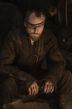 HBO - Making Game of Thrones - Season 3 Characters Revealed - Beric Dondarrion Game Of Thrones Saison, Watch Game Of Thrones, Game Of Thrones Series, Brotherhood Without Banners, Dessin Game Of Thrones, Richard Dormer, Dark Words, Eddard Stark, Medieval