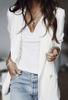 white tee + levis skinny jeans + white blazer | everyday womens fashion | #ootd