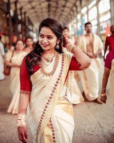 Tips To Look Breathtakingly Beautiful in Bridal Jewellery – beauty Kerala Wedding Saree, Kerala Hindu Bride, Indian Bridal Sarees, Indian Bridal Fashion, Indian Beauty Saree, Saree Wedding, Set Saree Kerala, Kerala Engagement Dress, Engagement Dresses