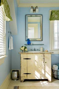 décoration salle de bains vintage avec meuble sous lavabo blanc