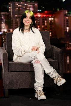 Yes, Your Daughter Probably Wants to Dress Like Billie Eilish Billie Eilish, Mean Girls, Glamour, Selena, Zoe Kravitz, Signature Look, Green Hair, American Singers, Queen