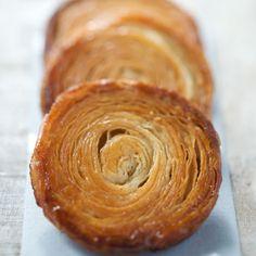 Découvrez la recette kouign-amann sur cuisineactuelle.fr.