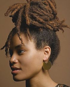 Lovely Gold Golden Brown Locs Dreadlocks with Loose Roots Smoothed into a High Ponytail High Bun Photos via Dreadlock Hairstyles, Cool Hairstyles, Dreadlock Styles, Dreads Styles, Black Hairstyles, Wedding Hairstyles, Natural Hair Care, Natural Hair Styles, Natural Dreads