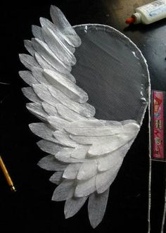 Diy costumes 577305245967144314 - Angel Wings for Costume: 4 Steps Source by lelrayner Diy Angel Wings, Diy Wings, Diy Fairy Wings, Feather Angel Wings, Diy Costumes, Halloween Costumes, Plastic Fou, Diy Angels, Craft Ideas