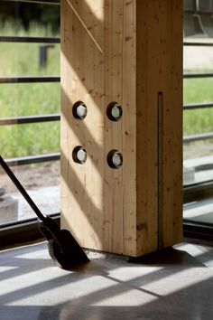 Glulam Column to Floor Connection Detail Timber Architecture, Canopy Architecture, Architecture Details, Wood Columns, Wood Windows, Timber Beams, Wood Structure, Old Fort, Interior Windows