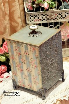 Photo Altered Book Art, Altered Boxes, Decoupage Box, Decoupage Vintage, Diy Arts And Crafts, Easy Crafts, 2017 Decor, Diy Storage Boxes, Painted Jars