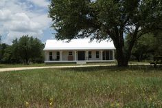 This is a tiny house and small cottage combo by Kanga Room Systems in Texas. The main cottage is and the tiny house is Small Cottage House Plans, Small Cottage Homes, Small House Floor Plans, Small Tiny House, Small Cottages, Cottage Plan, Barn House Plans, Tiny House Cabin, Cabins And Cottages