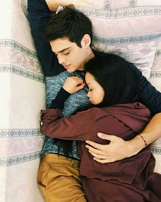 Lara Jean and Peter kavinsky. to all the boys I've loved before. this was the wallpaper Lara Jean had on her phone :') lana condor noah centineo Lara Jean, Cute Couples Goals, Couple Goals, Cute Relationships, Relationship Goals, Couple Tumblr, Films Netflix, Peter K, Jean Peters