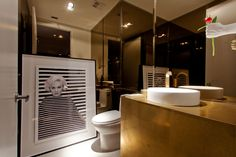Passarelli Studio. PAS 18.11 - Trump - Miami. Glamorous bathroom.  #gold #decor #architecture