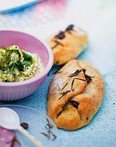 Olivenfladen mit Pistazien-Schafskäse-Dip