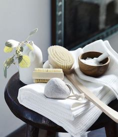 11 chic bathroom accessories will add a spa-liek feel to your bathroom - DigsDigs The White Company, Bathroom Styling, Bathroom Storage, Washroom, Home Luxury, Luxury Bath, Bathroom Accessories Luxury, Bath Brushes, Creation Deco