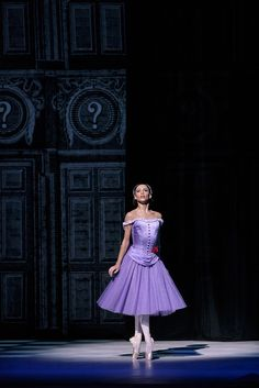 Francesca Hayward as Alice in Alice's Adventures in Wonderland, The Royal Ballet © ROH, Photograph by Bill Cooper Alice In Wonderland Ballet, Alice In Wonderland Costume, Ballet Tutu, Ballet Dancers, Bolshoi Ballet, Ballet Bag, Royal Ballet, Ballet Costumes, Dance Costumes