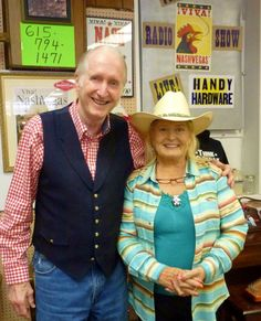 "Opry® Legend George Hamilton IV & Singing SuperStar Lynn Anderson @ The ""Viva! NashVegas® Radio Show"" (Photo: Kathie Hicks Fuston) George Hamilton Iv, Lynn Anderson, Nashville, Tennessee, Superstar, Famous People, Singing, Hardware, Live"