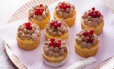 Muffins de groselha com creme de chocolate | Xtudo Receitas