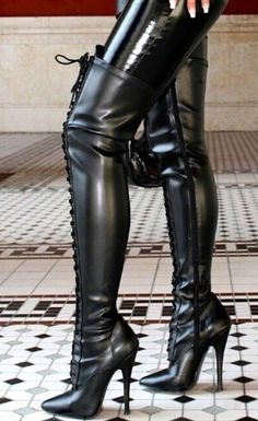 Boots are truly trendy and there is broad choice from flat-heels to stilettos, wedges, and platforms, boots are whatever in between. Black High Boots, Thigh High Boots Heels, High Leather Boots, Stiletto Boots, Black High Heels, Heeled Boots, Frauen In High Heels, Leder Outfits, Sexy Boots