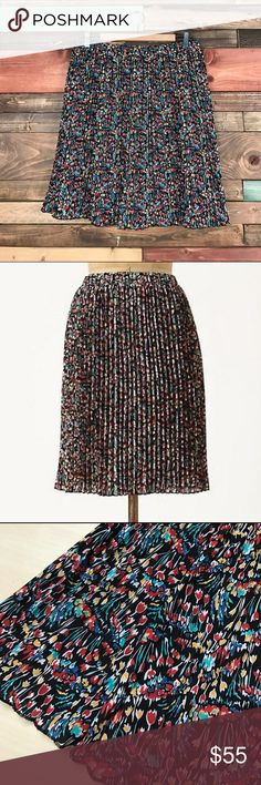 """Anthropologie Tabitha Tulip Pleated Visionary Anthropologie Tabitha Tulip Pleated Visionary Skirt Medium    // Waist: 16"""" laying flat, has stretch // Length: 21"""" Bundle your likes and make an offer for best deals @woodsnap! Anthropologie Skirts"""