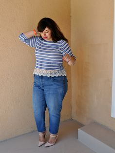 Blogger Jay Miranda looking fab in a minimalist heel, ruffled top and high-waist jeans.
