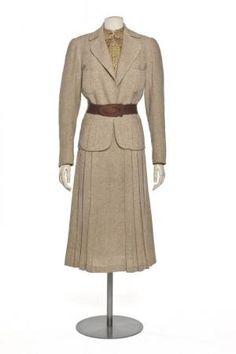 1937 tailleur-jupe   Centre de documentation des musées - Les Arts Décoratifs  #TuscanyAgriturismoGiratola