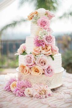 Torta nuziale con decorazioni floreali: per un matrimonio very chic! Image: 5