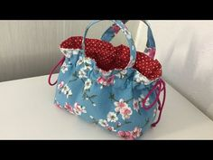 Coudre un petit panier pour Chocolat - Tuto Couture Madalena - YouTube Sewing Hacks, Sewing Crafts, Sewing Projects, Bag Patterns To Sew, Sewing Patterns, Youtube Sewing, Wool Applique Quilts, Drawing Bag, Fabric Bags