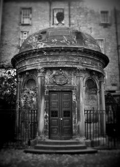 "Cemeteries Ghosts Graveyards Spirits: ""The Black Mausoleum,"" Greyfriars Kirkyard, Edinburgh, Scotland. This is the home of the infamous ""Mackenzie Poltergeist. Cemetery Headstones, Old Cemeteries, Cemetery Art, Spooky Places, Haunted Places, Abandoned Places, Abandoned Buildings, Creepy, Illustration"