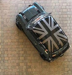 Union JackYou can find Mini coopers and more on our website. Mini Cooper Classic, Mini Cooper S, Classic Mini, Classic Cars, Retro Cars, Vintage Cars, Rolls Royce, Mini Uk, Mini Morris