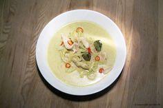 Grøn karrysuppe med kylling og spidskål