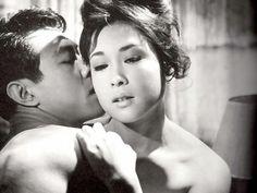 若尾文子 Japanese Wife, Japanese Culture, Street Fighter Movie, Old Pictures, Beautiful Actresses, Asian Beauty, Movie Stars, Vintage Photos, Erotic