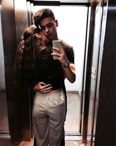Are you in a relationship with anyone? Check 35 best selfie poses for couples that surely going to help you. Cute Couples Photos, Cute Couple Pictures, Cute Couples Goals, Romantic Couples, Cute Couple Selfies, Couple Pics, Poses For Couples, Cute Young Couples, Teen Couples