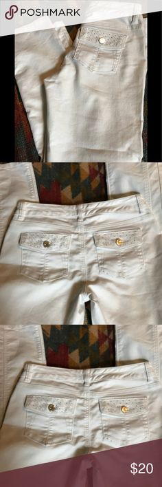 White House Black Market Embroidered Jeans Cute embroidery in silver threads Nice design Ankle cut Slimming EUC White House Black Market Jeans Skinny